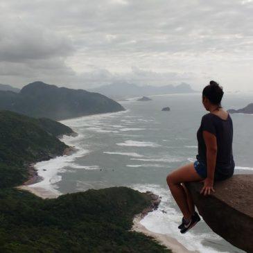 A ida à famosa Pedra do Telégrafo, em Barra de Guaratiba, vale muito a pena