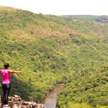 Parque Estadual do Guartelá, no Paraná tem cânion, cachoeira e panelões de água
