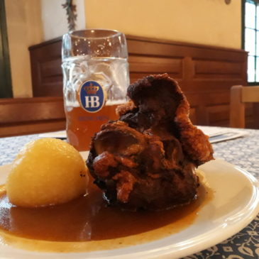 A popular cervejaria Hofbräuhaus em Munique