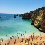 Praia Dona Ana no Algarve, em Portugal, é considerada uma das mais bonitas do mundo